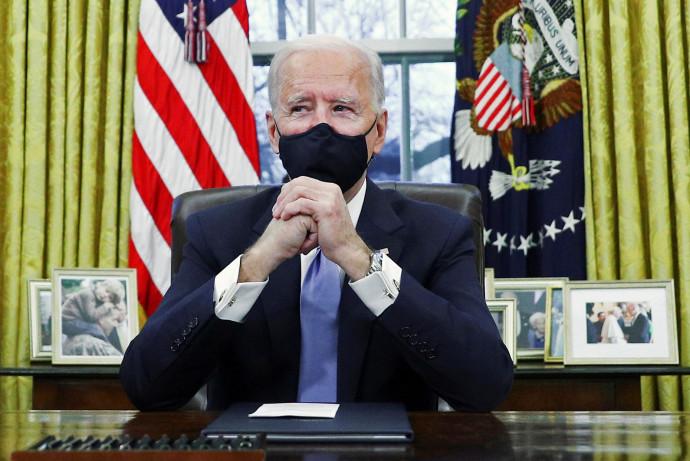 ג'ו ביידן נכנס לראשונה לחדר הסגלגל בבית הלבן