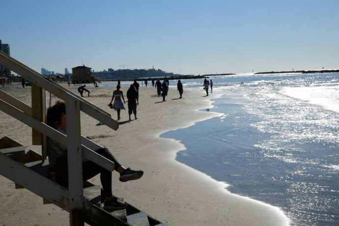 חוף הים בתל אביב, שמש, בהיר, חם