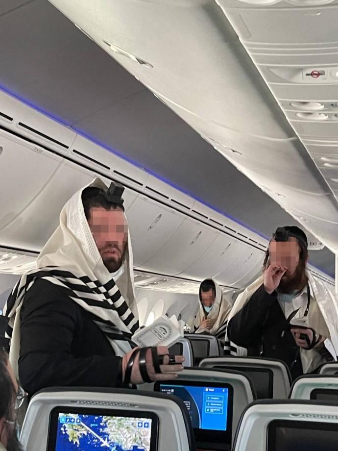 נוסעי הטיסה
