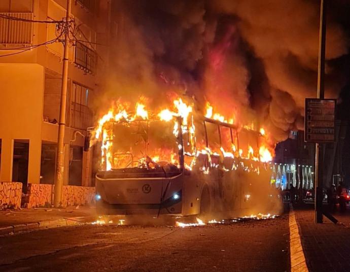 האוטובוס שהוצת בבני ברק