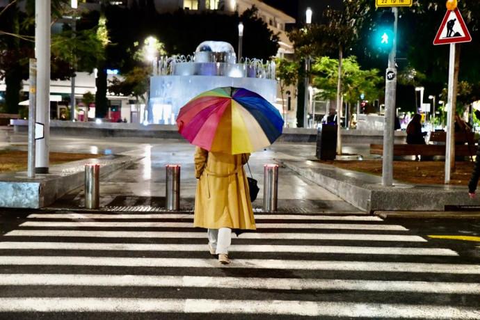 גשם בכיכר דיזינגוף בתל אביב