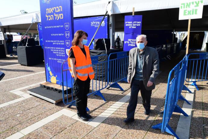 מאהל חיסונים לקורונה בכיכר רבין בתל אביב