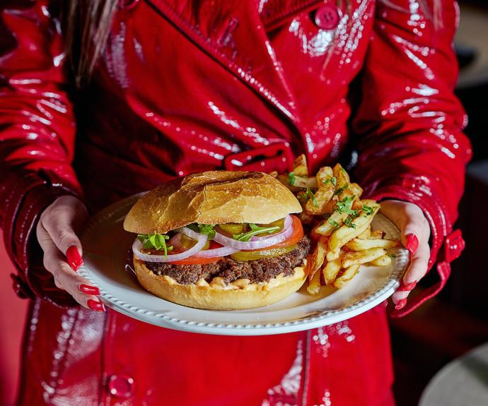 רוצים כזה ועכשיו - ההמבורגר של נחמה וחצי