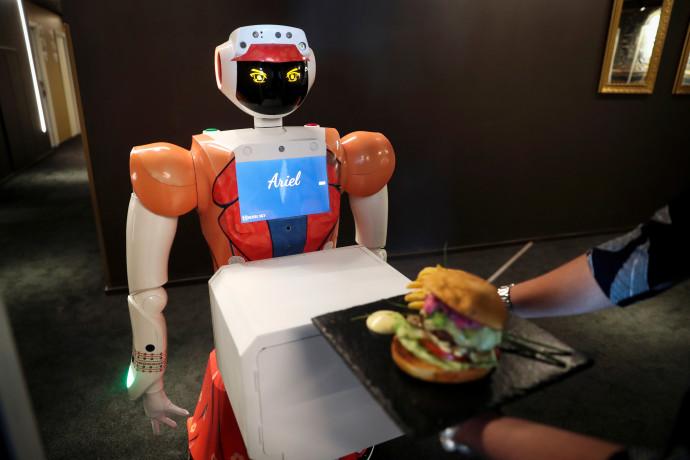 שירות חדרים רובוטי