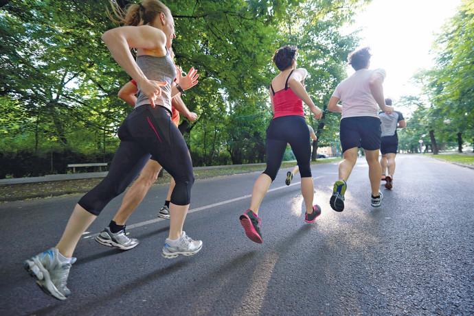 נשים באימון ריצה