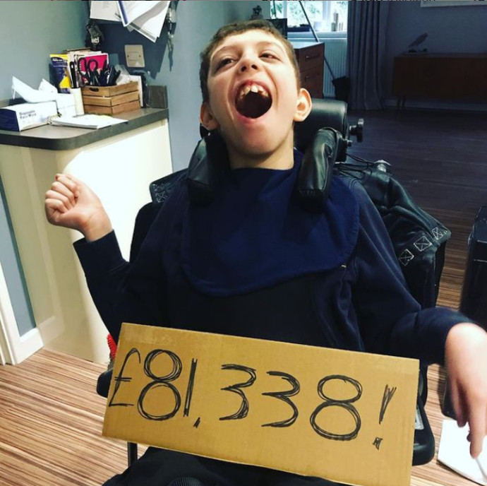 נוח ג'ונס, בן ה-12 שגייס מאות אלפים לצדקה