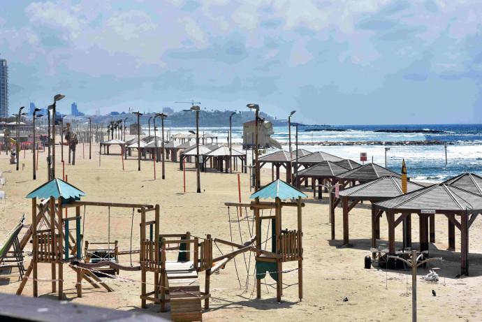 חוף הים בתל אביב ריק