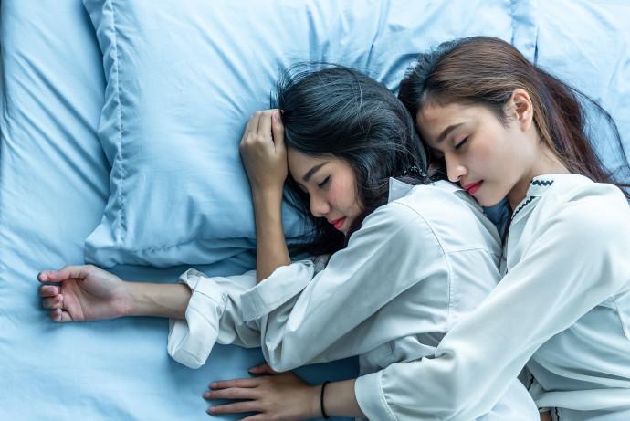 שתי נשים, אילוסטרציה