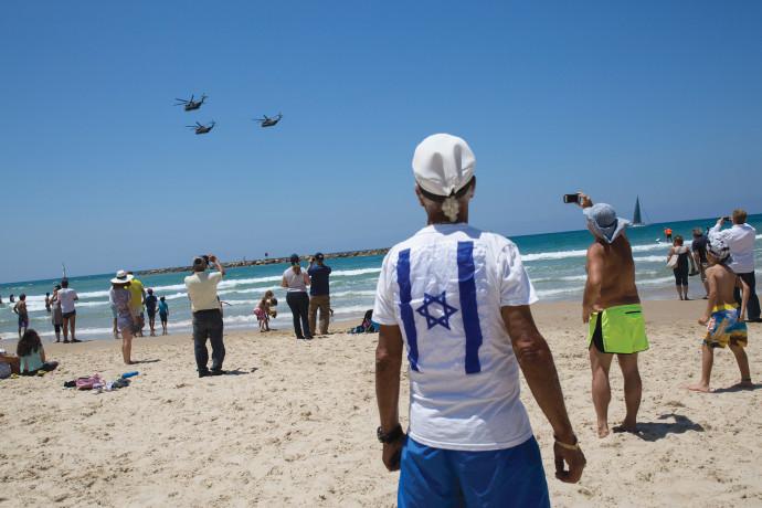 ישראלים בחוף הים
