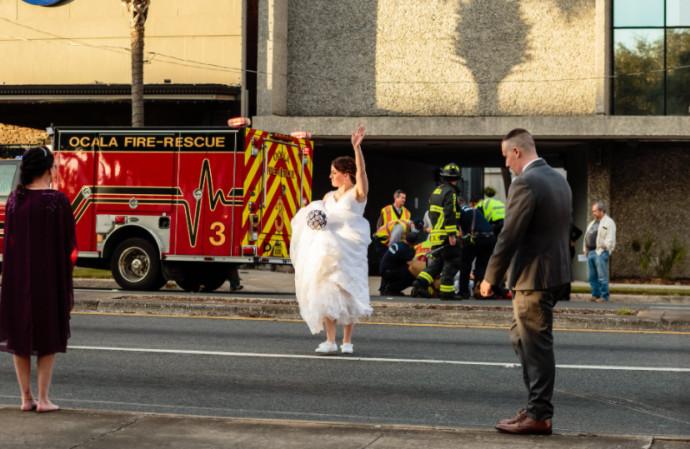 החתן והכלה בזמן תאונת הדרכים ביום חתונתם