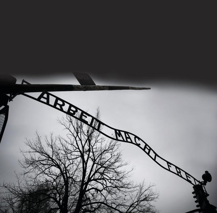 שלט הכניסה לאושוויץ