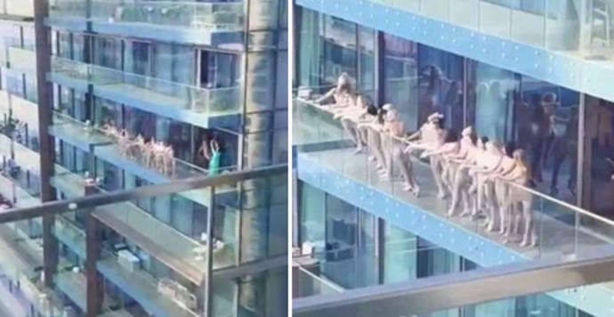 עירום על המרפסת