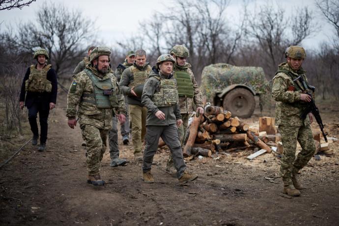 נשיא אוקראינה מבקר בחזית