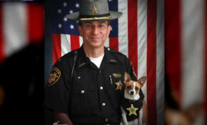השריף וכלבת הצ'יוואווה שלו