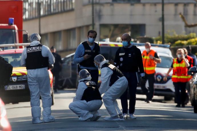 שוטרים בזירת האירוע בו נדקרה השוטרת