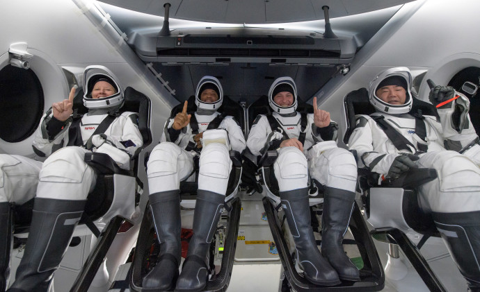 האסטרונאוטים חוזרים לכדור הארץ