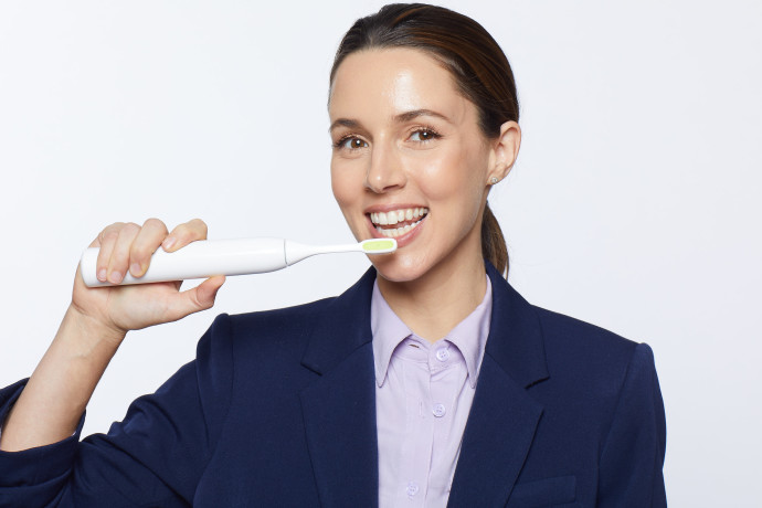 מברשת שיניים חשמלית Toothwave בשילוב גלי רדיו של חברת סילקן