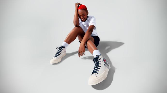 אולסטאר X קית הרינג. מחיר: נעליים - 399 שקל, טי שירט - 169 שקל