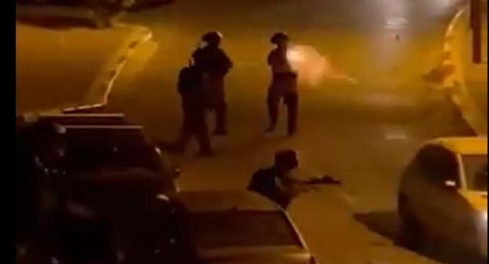 שוטר באום אל פאחם מבצע ירי לעבר רכב