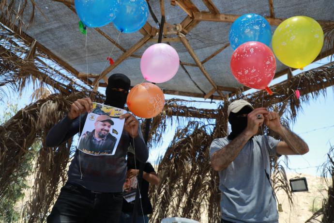 מחבלים מפריחים בלוני תבערה לעבר ישראל