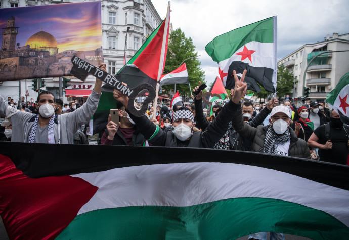 הפגנה פרו-פלסטינית בברלין בזמן מבצע שומר המחומות