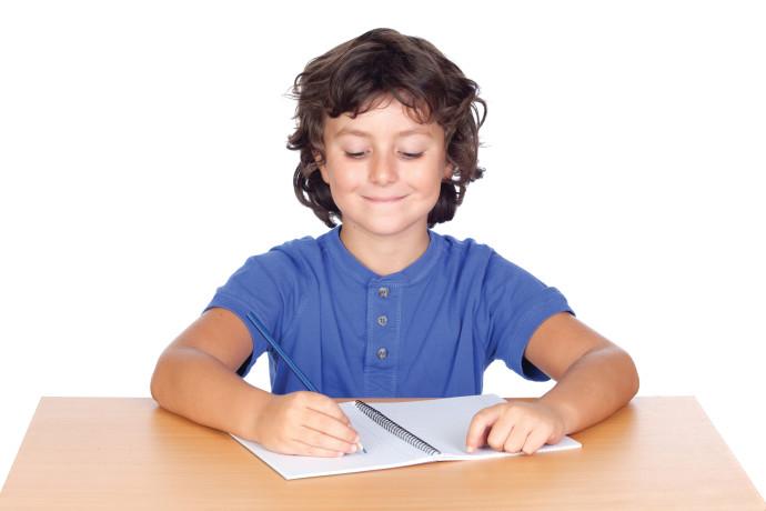 ילד לומד