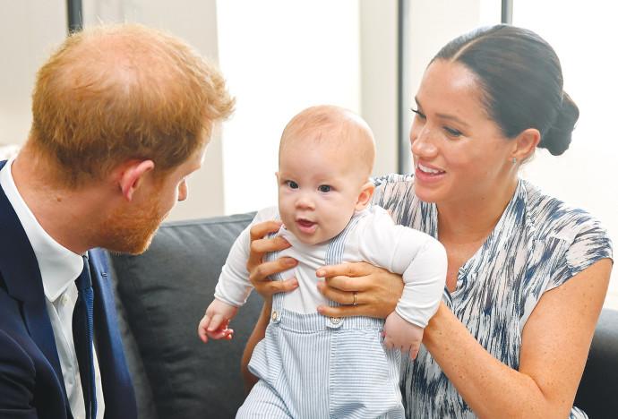הארי ומייגן עם בנם ארצ'י