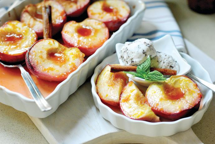 אפרסקים צלויים ומתובלים