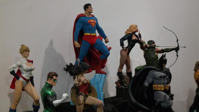 """פסלי DC ב""""קומיקס קון ישראל"""""""