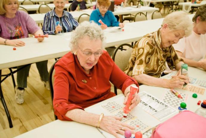 קשישות משחקות בינגו, אילוסטרציה