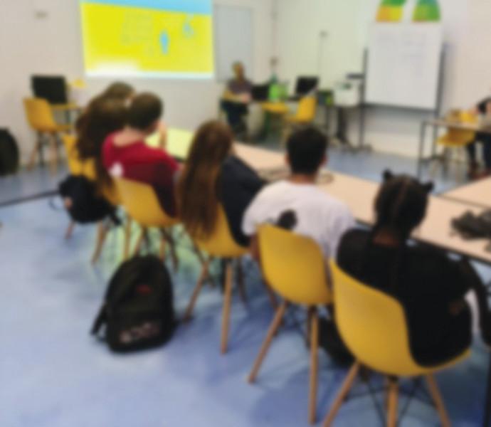 קבוצת פעילות בעמיתים לנוער