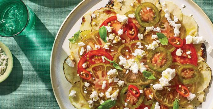 קרפצ׳יו עגבניות וקולרבי צלוי