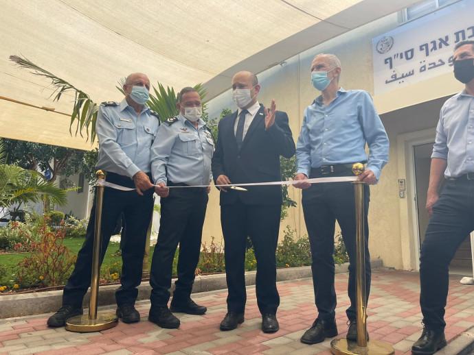 ראש הממשלה נפתלי בנט ובכירי המשטרה