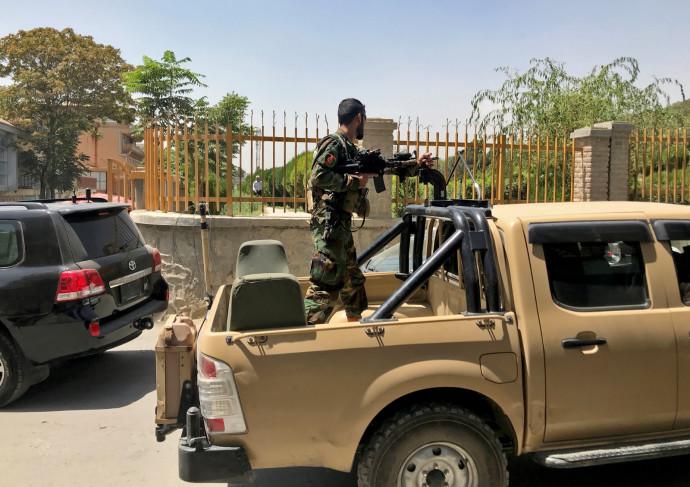 חייל מצבא אפגניסטן בעיר קאבול