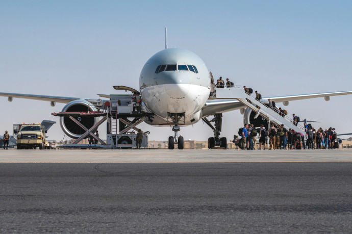 מטוס ממריא מקאבול