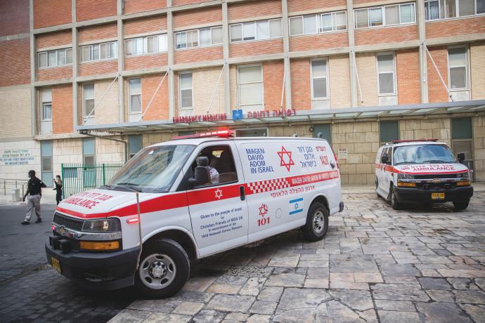 אמבולנס מחוץ לבית החולים הדסה עין כרם
