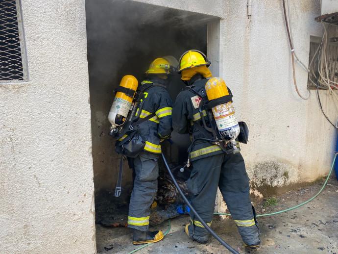לוחמי האש פועלים בפתח תקווה