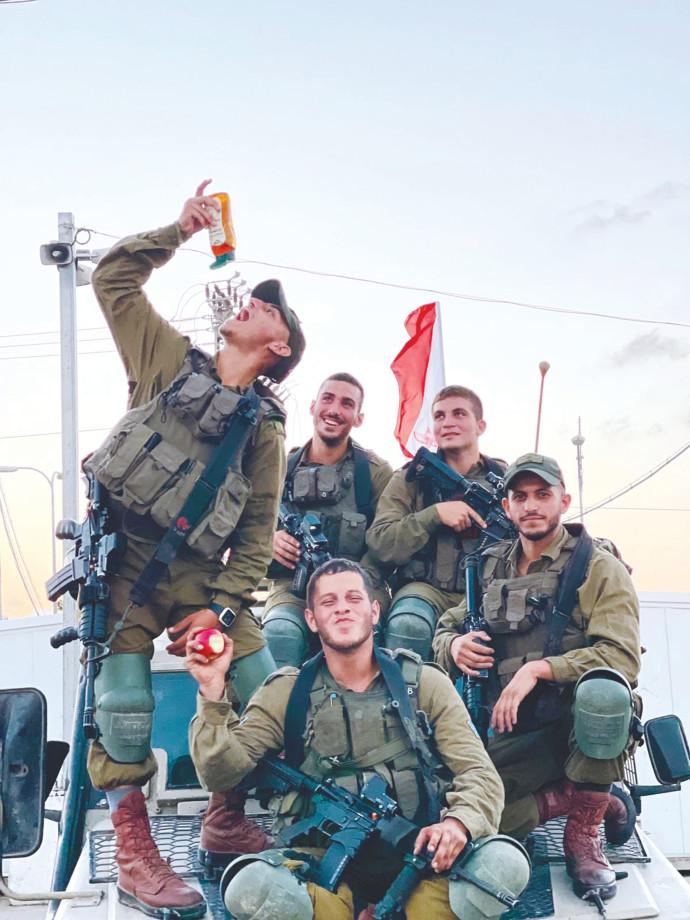 """חיילים בצה""""ל"""