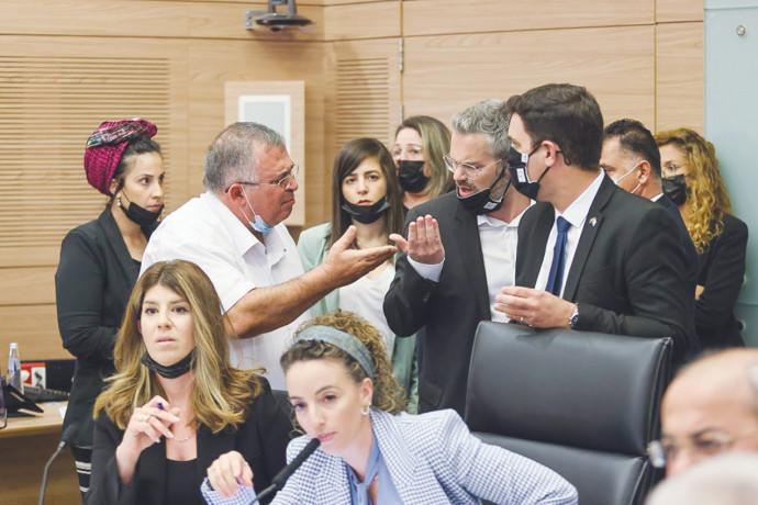 דיון בוועדה המסדרת