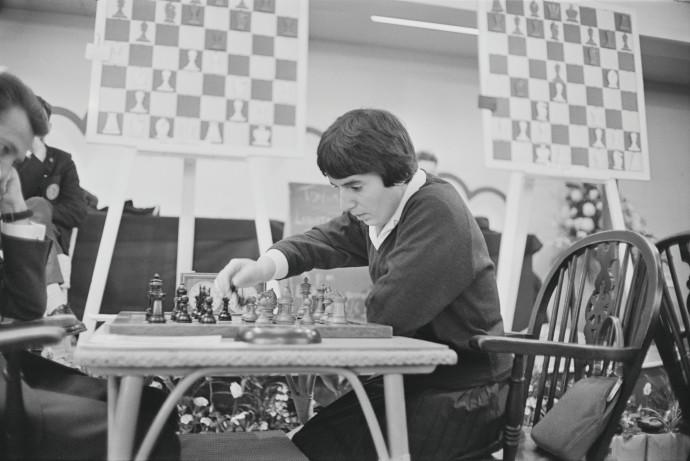 נונה גפרינדשווילי, שחקנית השחמט המקורית ב-1964