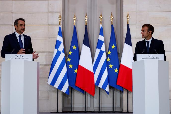 נשיא הצרפתיעמנואל מקרון וראש ממשלת יוון קיריאקוס מיצוטקיס