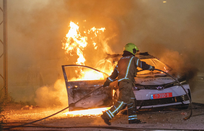 שריפת ניידת בפרעות בלוד במאי צילום יוסי אלוני פלאש90 (1)