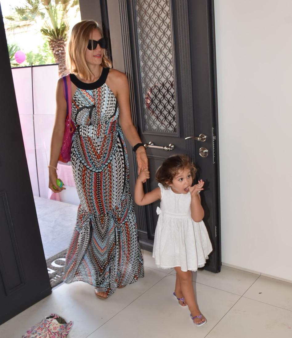 הגענו, אפשר להתחיל! ג'ני צ'רוואני עם בתה אמילי