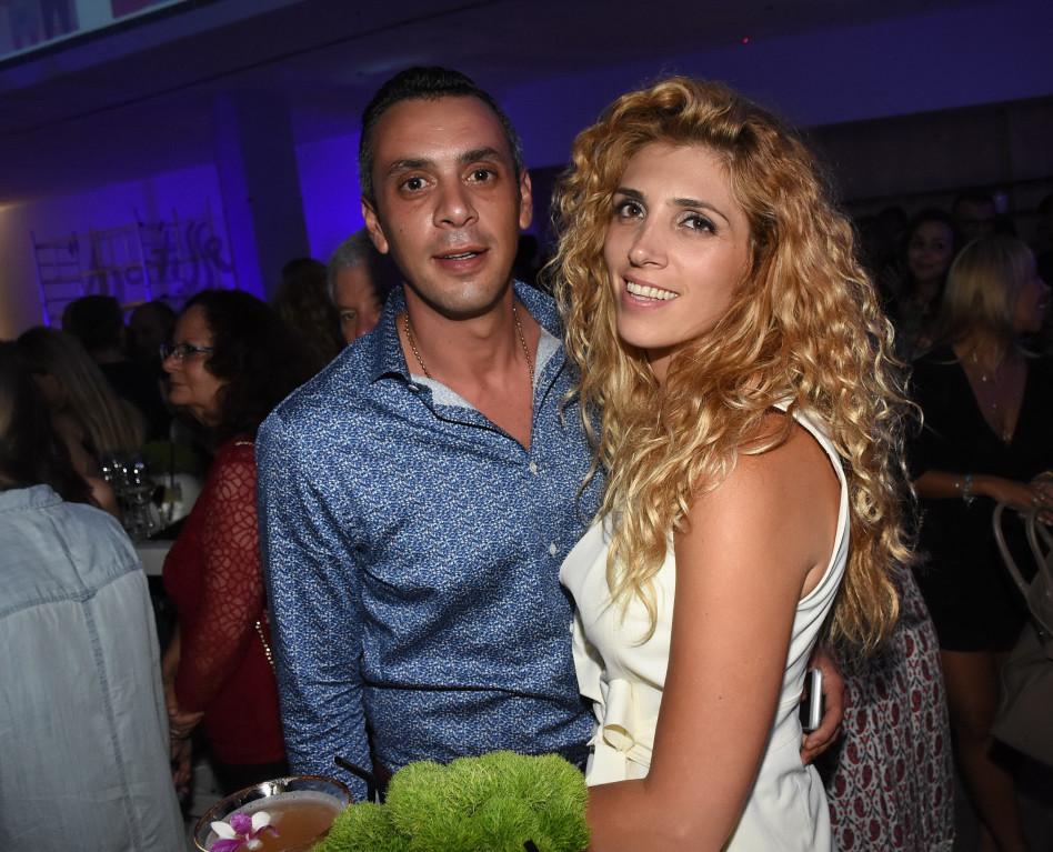 כאן כדי להישאר. רותם סמדג'ה ואשתו (צילום: אביב חופי)