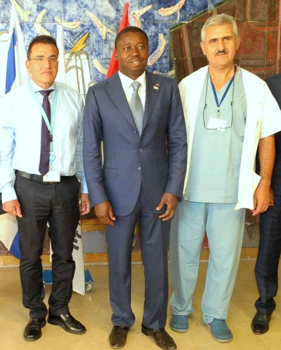 """פרופ' אלכסנדר לרנר, הנשיא פאורה גנאסינגבה וד""""ר סלמאן זרקא (צילום: המרכז הרפואי זיו)"""