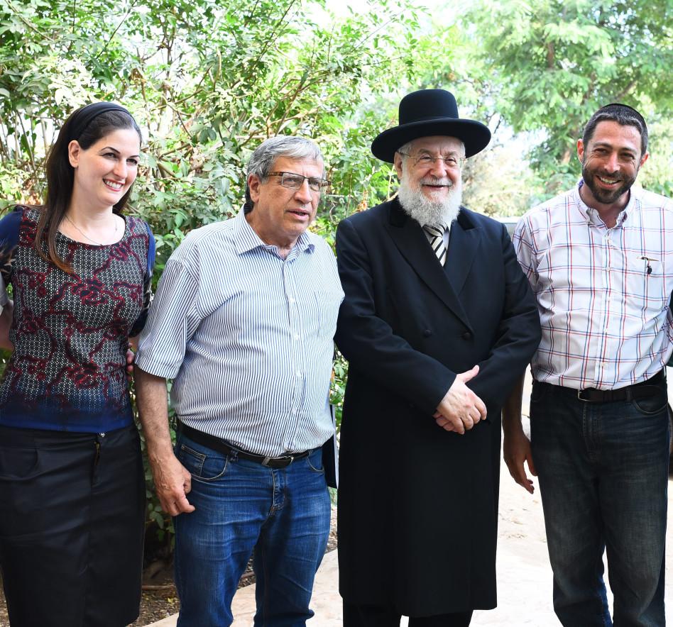 ישראל שיינפלד, הרב לאו, ישראל זינגר וחיה שיינפלד (צילום: נתן איבגי וחיים טוויטו)