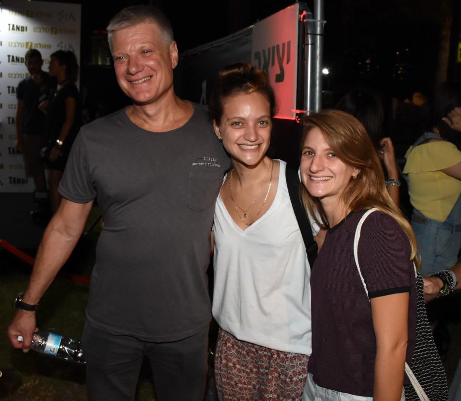 ארנון תורן ומשפחתו
