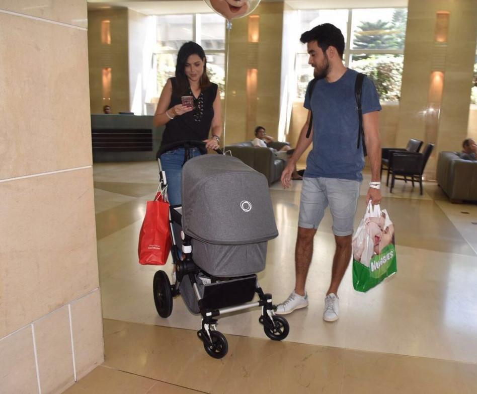"""היוש, אנו משפחה. סיון קליין עם זיו קורן והילד (יח""""צ)"""