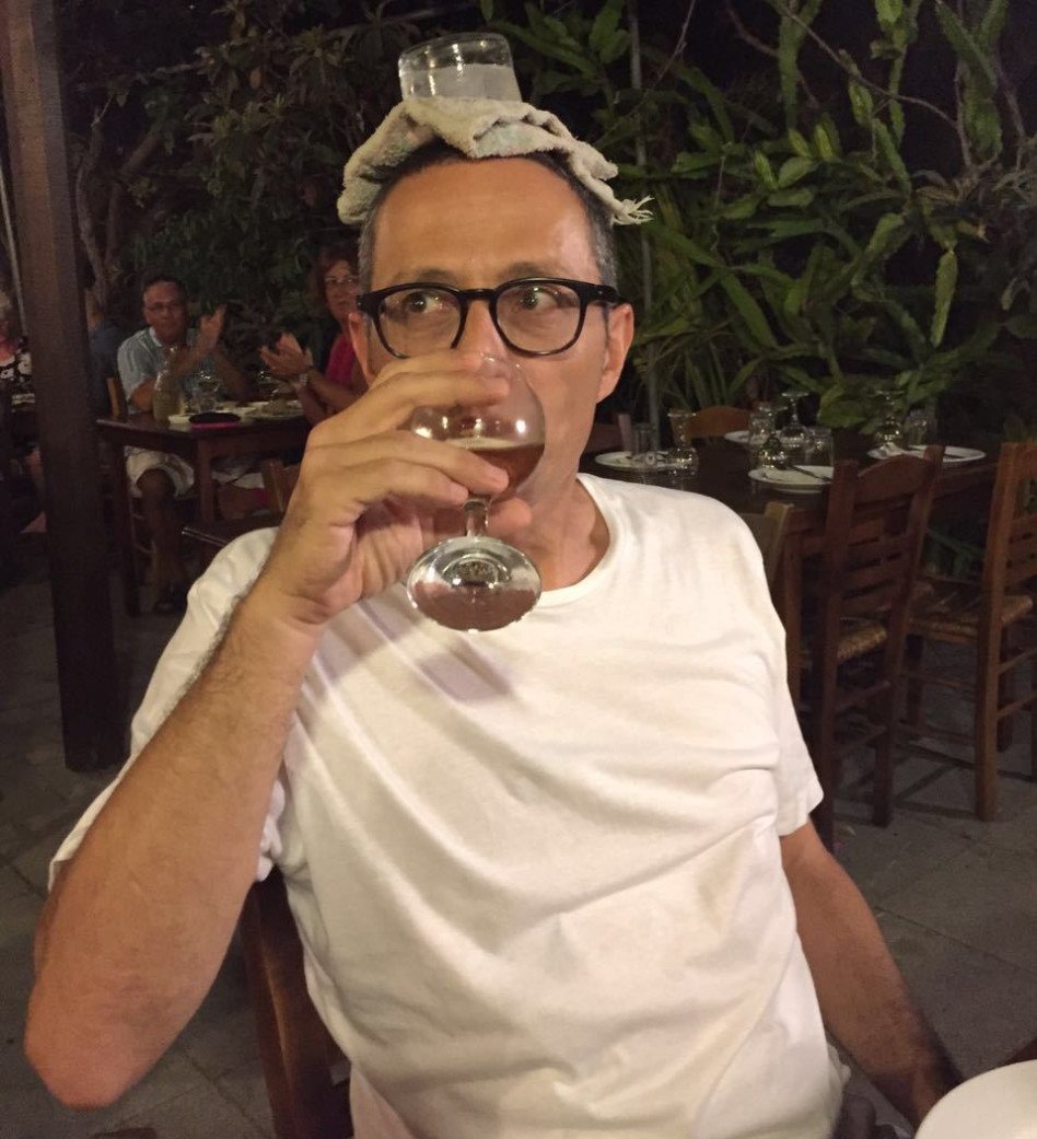 יפה לי מראה הזכוכית? ארז טל בקפריסין