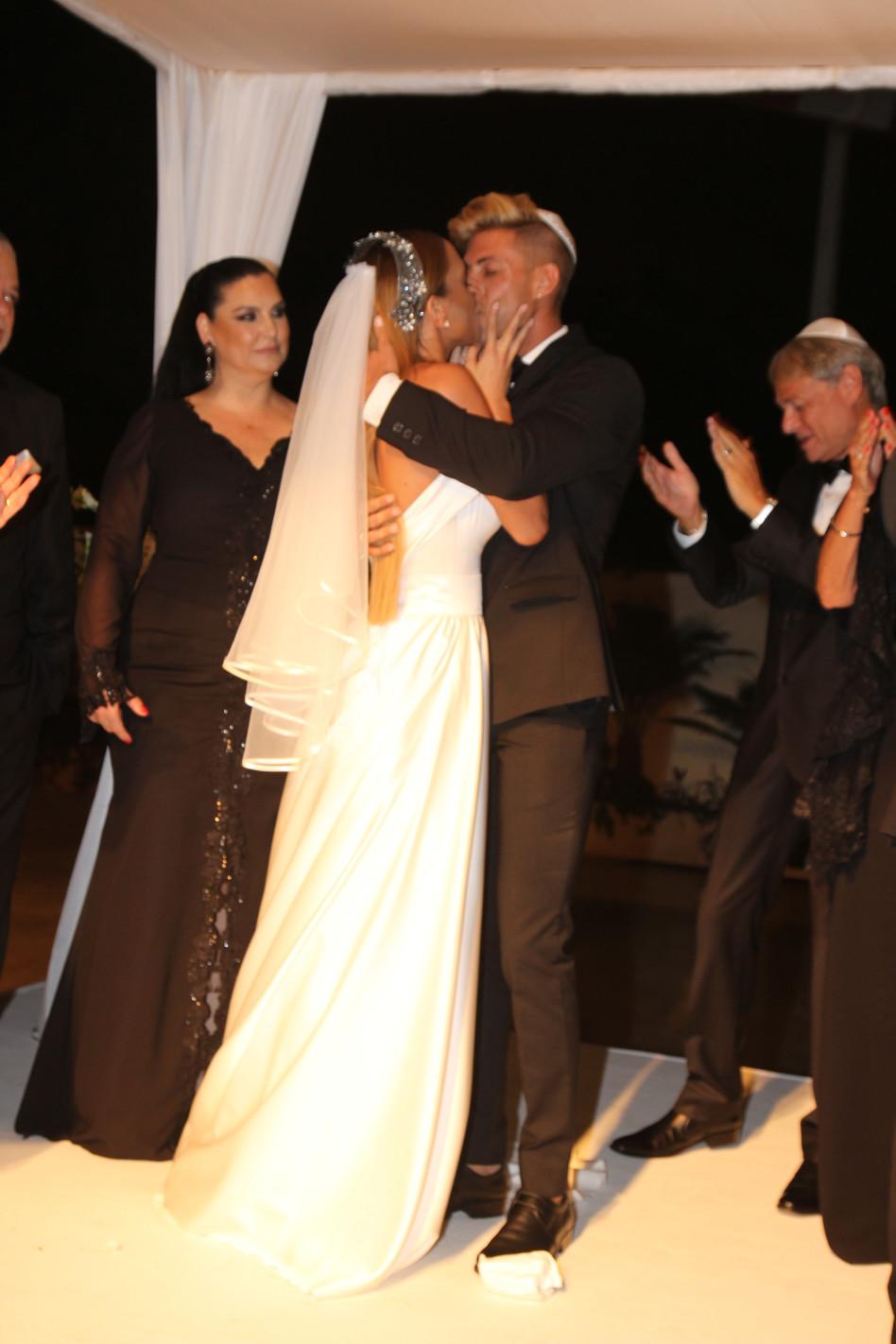 כמה אהבה! קים אקאפי נשואה